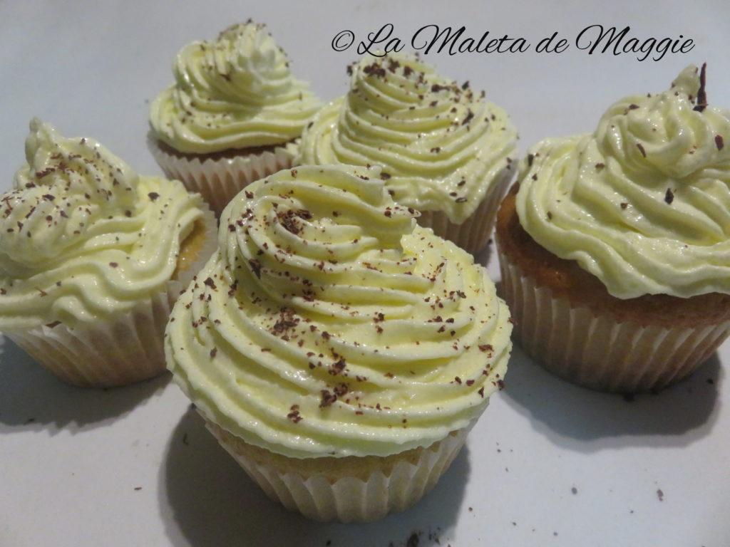 Cupcakes de vainilla y chocolate blanco
