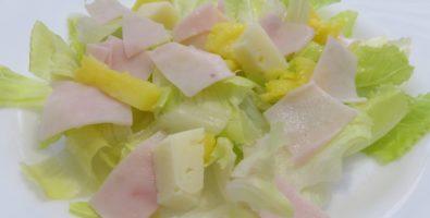 ensalada de lechuga y jamón york