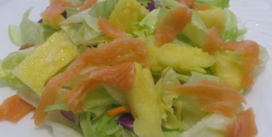Ensalada salmón y piña