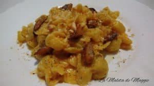pasta con salsa de queso y níscalos