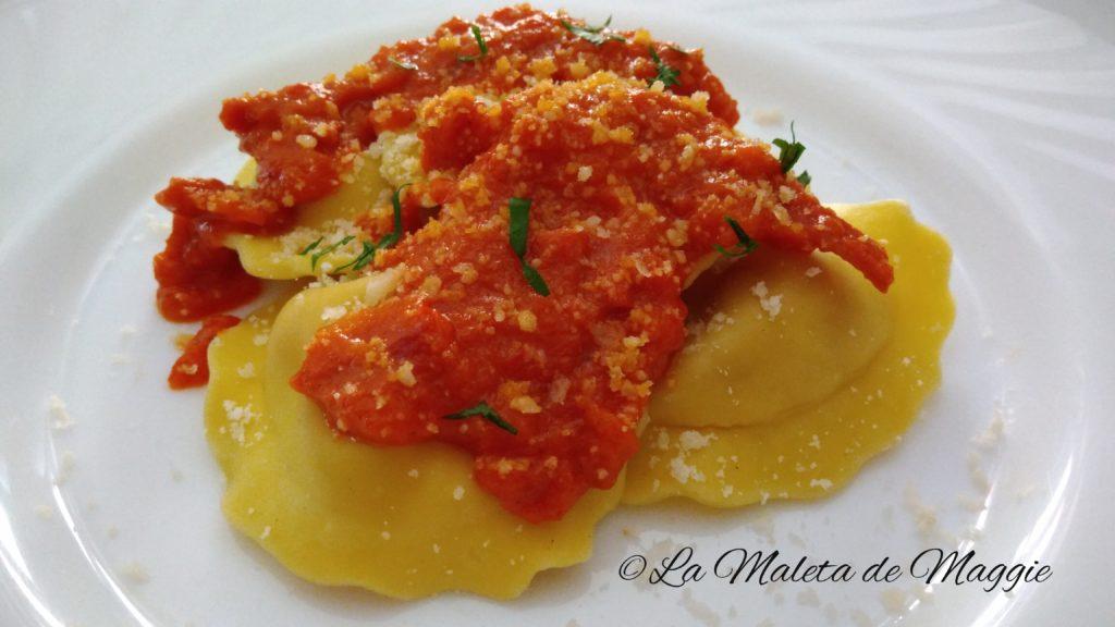 Tortellini con salsa cremosa de tomate
