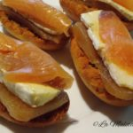 Tostas con membrillo, queso brie y salmón ahumado