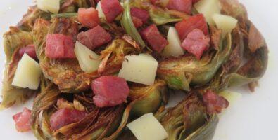 alcachofas con dados de jamón y queso