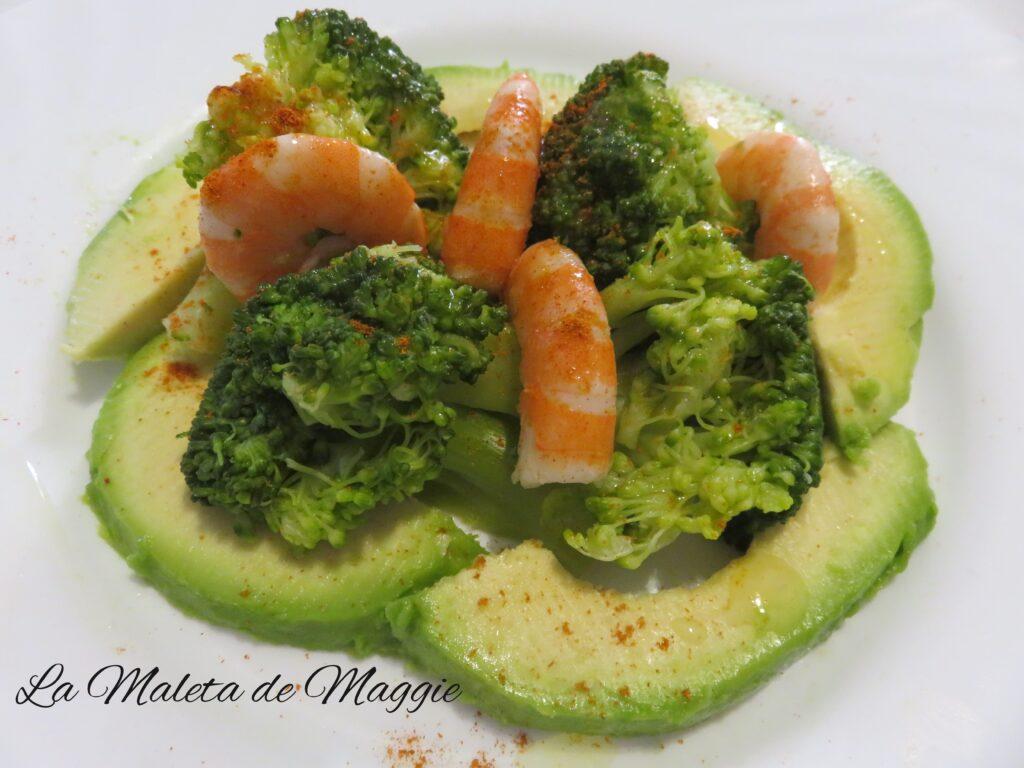 Ensalada de brócoli, aguacate y langostinos